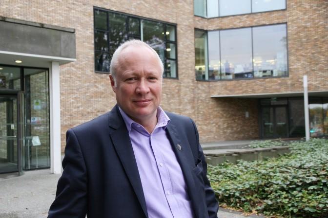 Dr Ken Thomson (2)